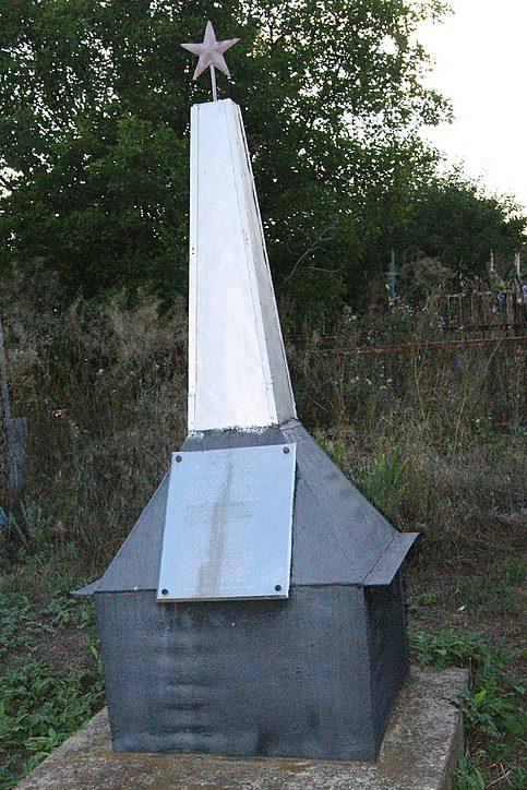 с. Благодатное Арбузинского р-на. Памятный знак в честь воинов-земляков, погибших в годы войны.