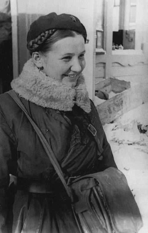 Военфельдшер Татьяна Катулина, награжденная за боевые отличия на Карельском перешейке орденом Красной Звезды. Апрель 1940 г.