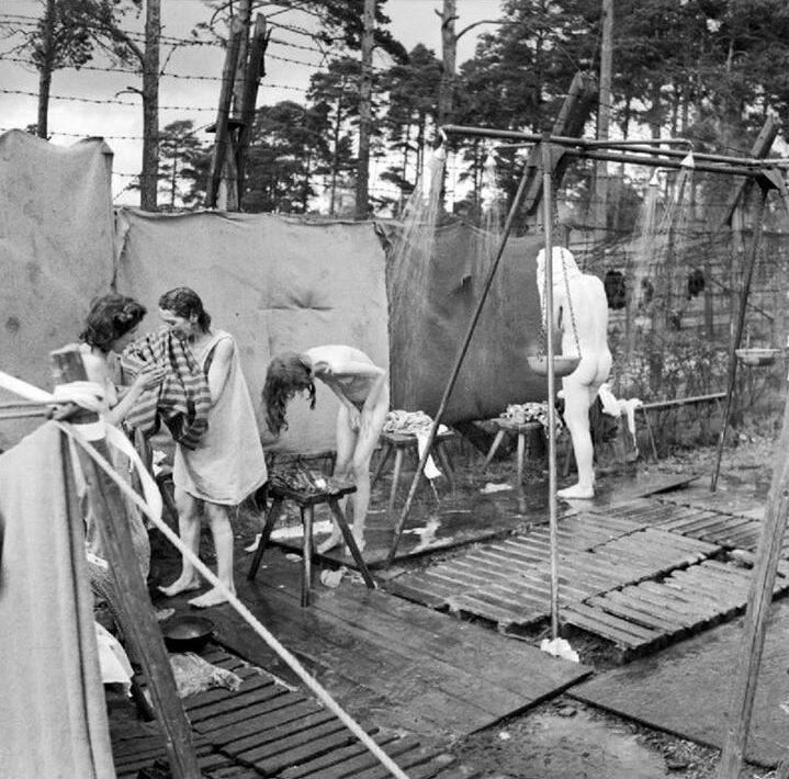 Полевая баня – мечта фронтовичек. 1944 г.
