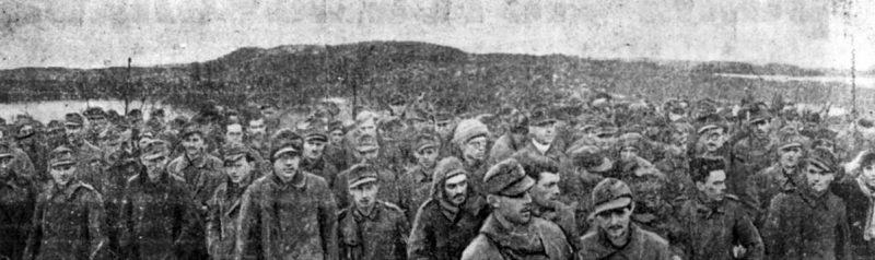 Немецкие военнопленные у Петсамо.