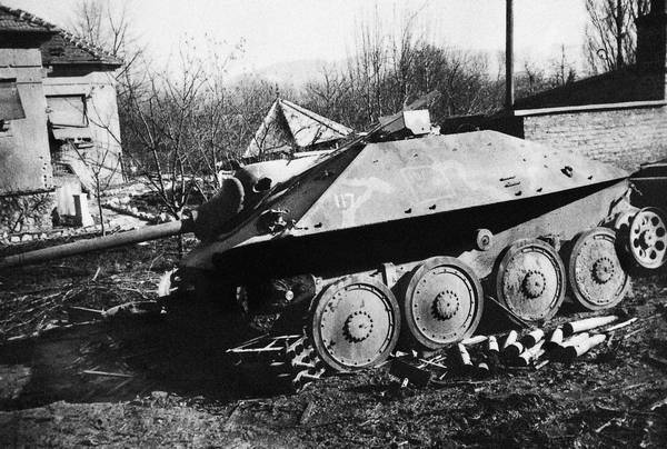 Немецкая бронетехника, подбитая у Будапешта.