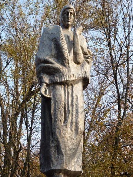 Скульптурная часть на мемориале.