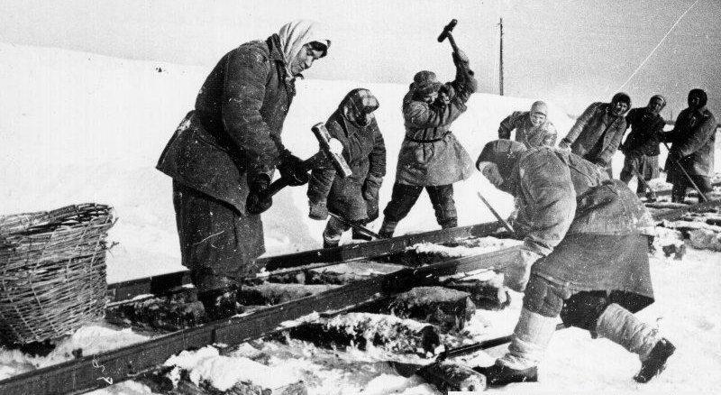 Ремонт узкоколейки. Киров, 1941 г.