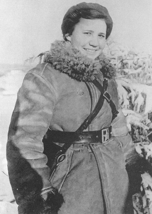 Врач 19-го стрелкового полка 90-й стрелковой дивизии военврач 3-го ранга Антонина Нефедова, награжденная медалью «За отвагу». 1940 г.