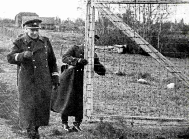 В 8 часов утра майор Август Иоганнес Кыргма, командир Нарвской пограничной дивизии, открыл ворота на границе для прибытия советских войск. 18 октября 1939 г.