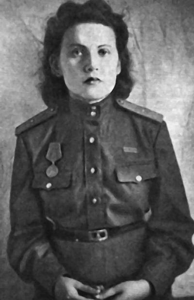 Шилова в форме младшего лейтенанта. Красной Армии.