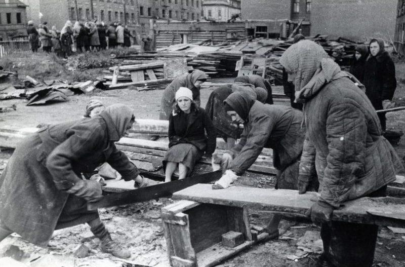Заготовка дров. Ленинград, 1941 г.