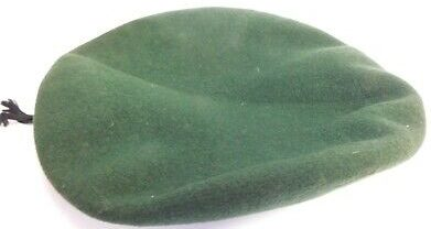 Зеленый берет служащих женской сухопутной армии.