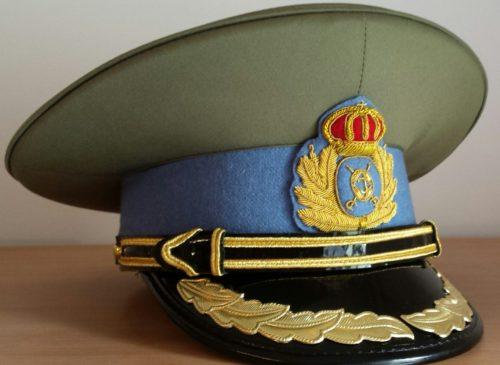 Фуражки старших офицеров разных родов войск.