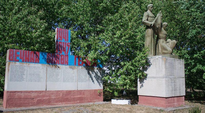 с. Антоновка Уманского р-на. Памятник погибшим односельчанам.