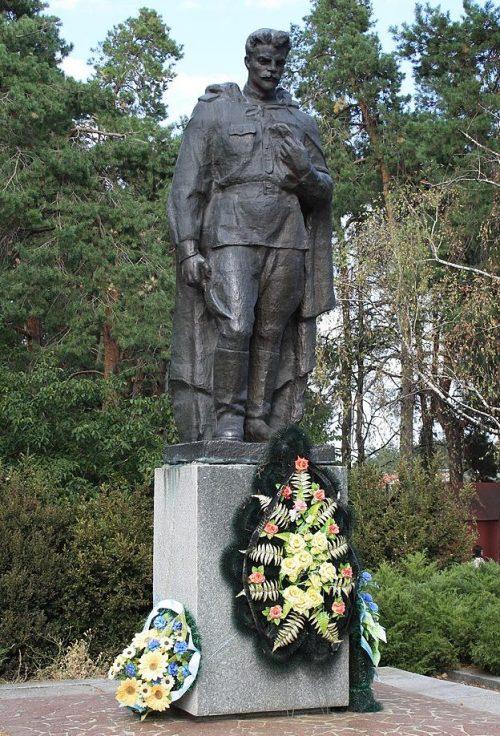с. Геронимовка Черкасского р-на. Памятник, установленный на братской могиле, в которой похоронено 87 советских воинов в т.ч. Герои Советского Союза Вернигора П.Л. и Хоменко И.С.