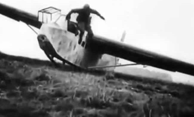 Высадка немецких десантников с планеров на территории форта Эбен-Эмаэль. 10 мая 1940 г.