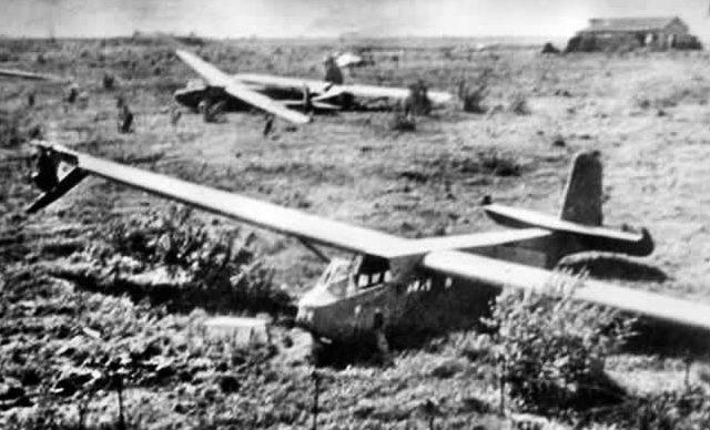 Немецкий планеры, приземлившиеся на территории форта Эбен-Эмаэль. 10 мая 1940 г.