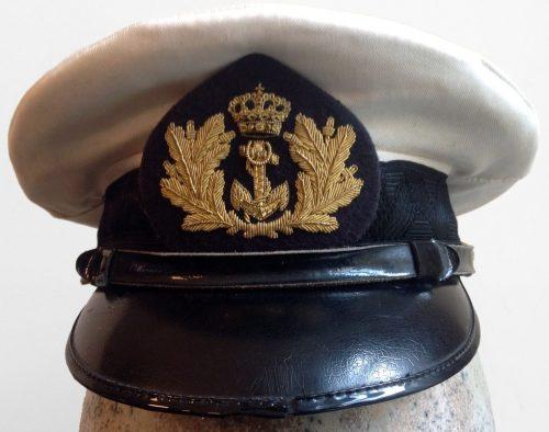 Фуражки офицеров ВМС.