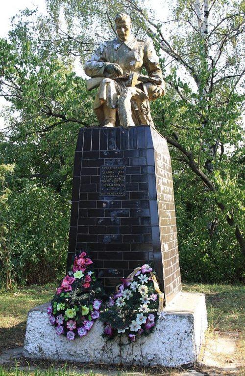 с. Думанцы Черкасского р-на. Памятник односельчанам, погибшим на войне.