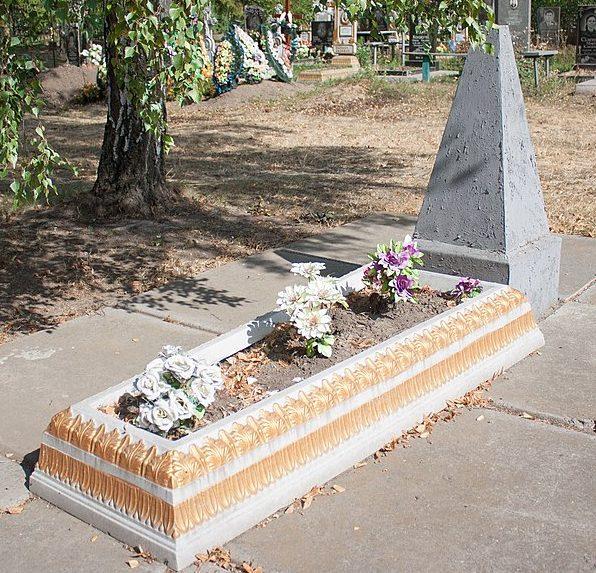 п. Бабанка Уманского р-на. Братская могила советских воинов, умерших в госпитале.