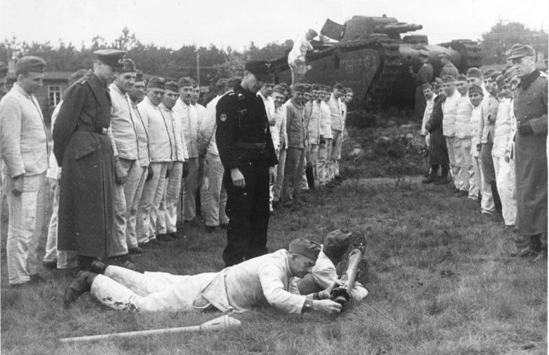 Обучение фольксштурмистов. Октябрь 1944 г.