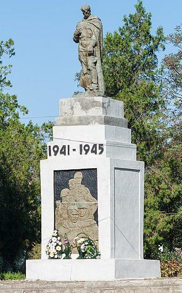 с. Семеновка Арбузинского р-на. Памятник, установленный в 1966 году в честь воинов-земляков, погибших в годы войны.