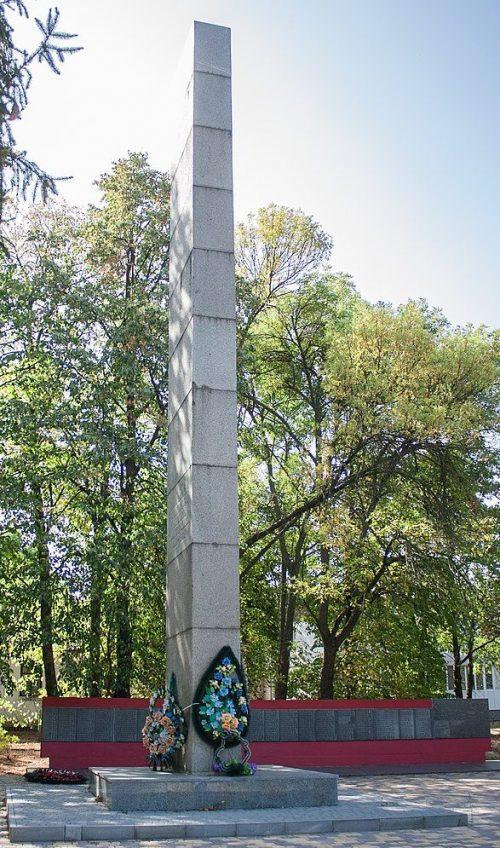 п. Бабанка Уманского р-на. Памятник воинам-односельчанам.