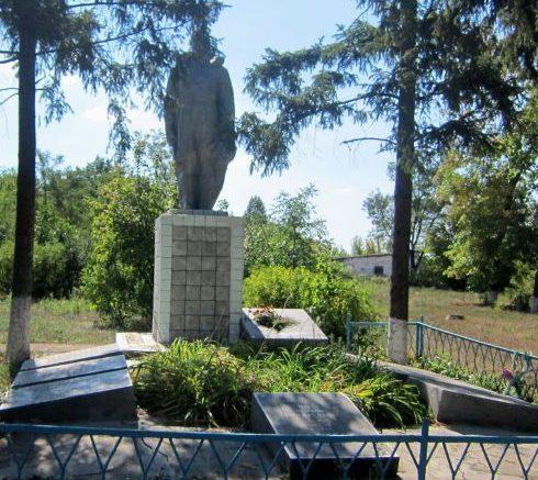 с. Рябоконево Арбузинского р-на. Памятник погибшим односельчанам в годы войны.