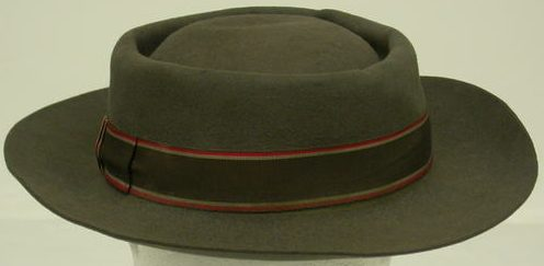 Шляпа армейской медсестры.