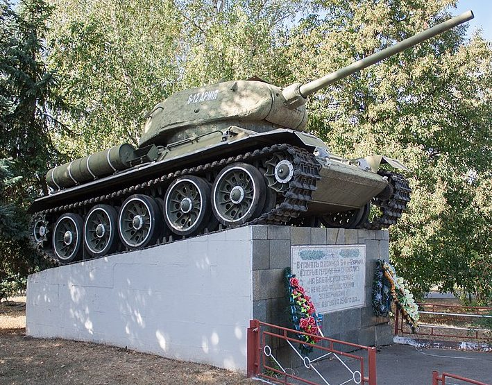 п. Бабанка Уманского р-на. Памятный знак танк Т-34.