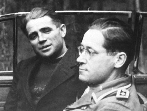 Снимки агента с Георгом Грайфе - начальником отдела «А» главной команды «Руссланд Норд», принимавшим участие в подготовке Таврина.