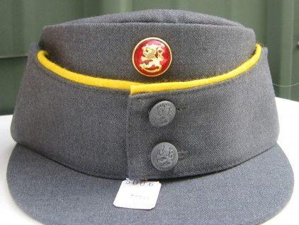 Кепи М36 офицеров с цветными кантами.