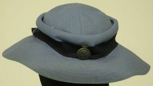 Шляпа женщин отряда добровольных помощниц армии.