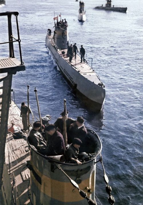 Немецкие подводные лодки 21-й учебной флотилии 1-го учебного дивизиона подводников. 1943 г.