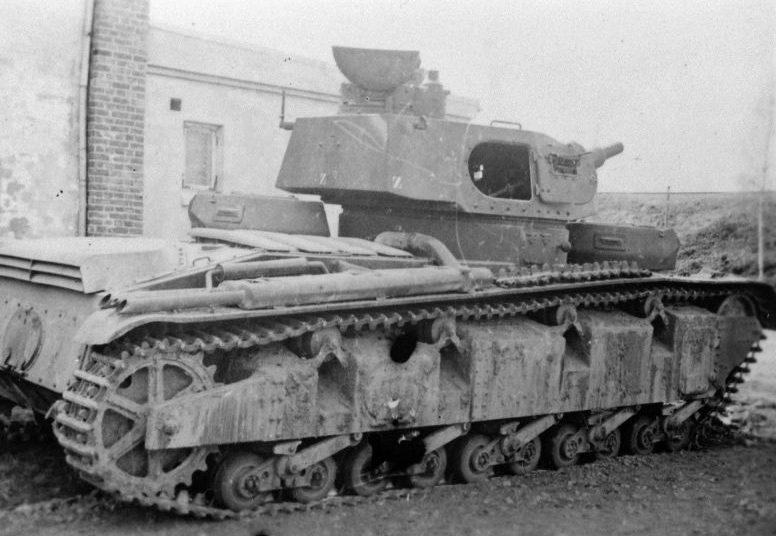 Немецкий танк Neubaufahrzeug, подбитый в ходе боя в Моелв. Апрель 1940 г.