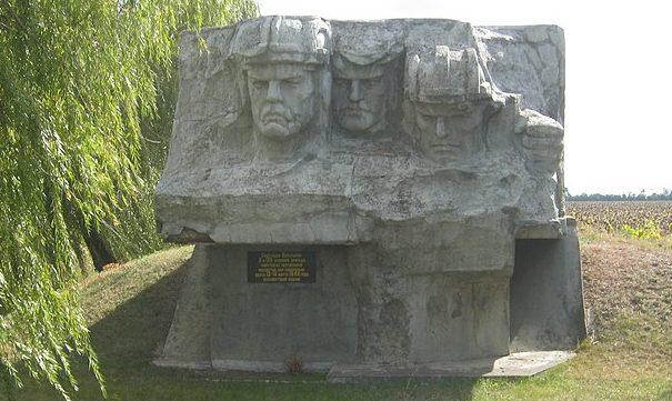 с. Зеленый Яр Баштанского района. Памятный знак в честь танкистов, освобождавших с. Зеленый Яр от немецко-фашистских захватчиков.