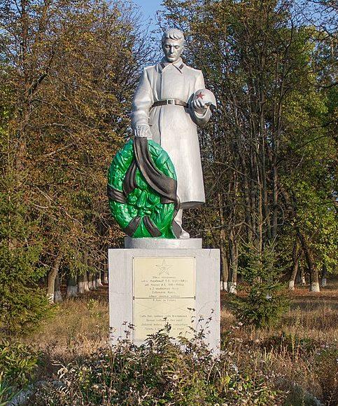 с. Городецкое Уманского р-на. Памятник, установленный на братской могиле советских воинов.