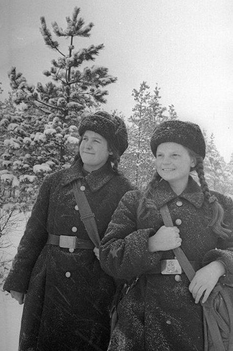 Медсестры батальона морской пехоты Балтийского флота. Декабрь 1941 г.