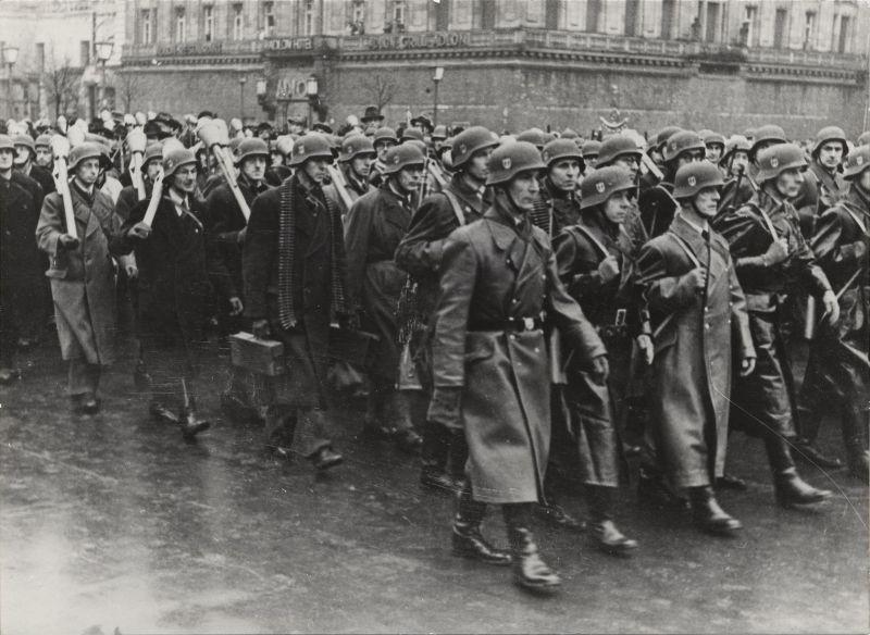 Приведение к присяге членов Фольксштурма в Берлине. 12 ноября 1944 г.