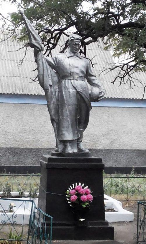 с. Марьевка Баштанского района. Памятник, установленный на братской могиле воинов, погибших при освобождении села.
