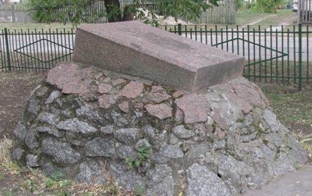 с. Мошны Черкасского р-на. Памятный знак погибшим односельчанам.
