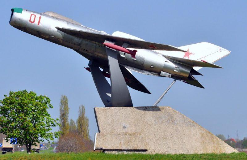 г. Николаев. Памятник 17 воздушной армии, бесстрашно бомбившей немецко-фашистских захватчиков при освобождении Николаевщины в 1944 году.