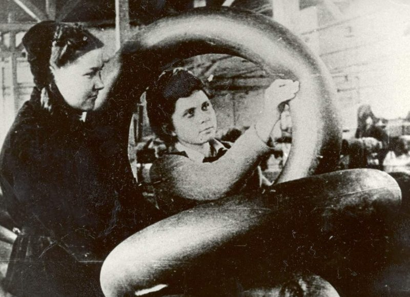 Производство резиновых автокамер. Киров, 1942 г.