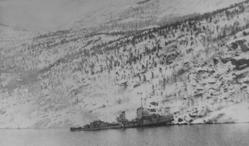 Выбросившийся на берег и разломившийся немецкий эсминец Z-2 «Георг Тиле» на берегу Ромбакс-фиорда в районе Нарвика. Апрель 1940 г.