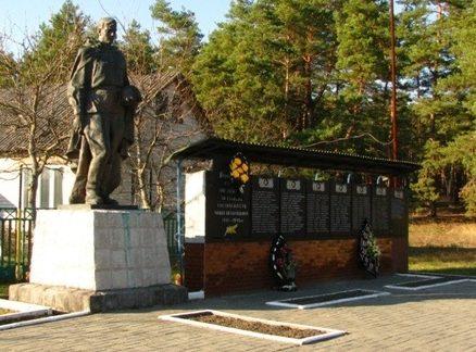 с. Нечаевка Черкасского р-на. Памятник погибшим односельчанам.