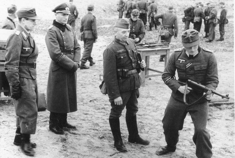 Обучение фольксштурмистов. Ноябрь 1944 г.