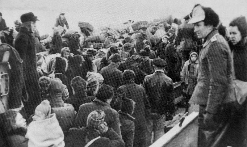 Немецкие беженцы на борту корабля «Ганс Альбрехт Ведель» перед эвакуацией из порта Пиллау. Февраль1945 г.