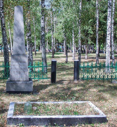 с. Дмитрушки Уманского р-на. Братская могила советских воинов, погибших в годы в войны.