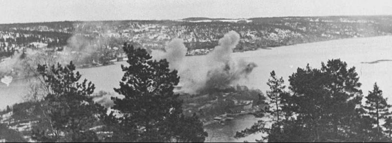 Норвежский форт Оскарсборг во время налета Люфтваффе. Апрель 1940 г.