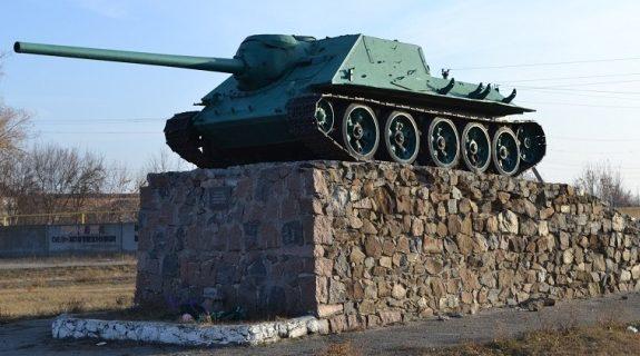 г. Новый Буг. Памятник-САУ в честь воинов-освободителей.