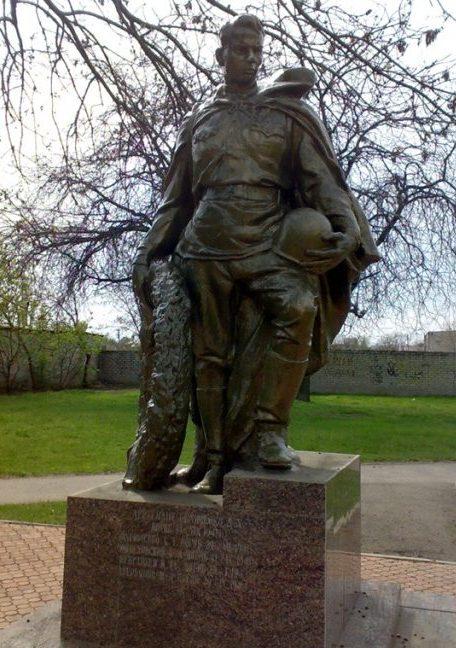 г. Николаев, с. Варваровка. Памятник советским воинам-освободителям.