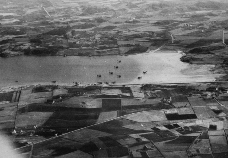 Немецкие гидросамолеты на стоянке в фиорде в районе норвежского Ставангера. Апрель 1940 г.