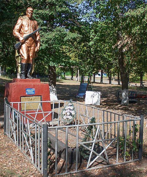 с. Колодистое Уманского р-на. Памятник, установленный на братской могиле советских воинов.