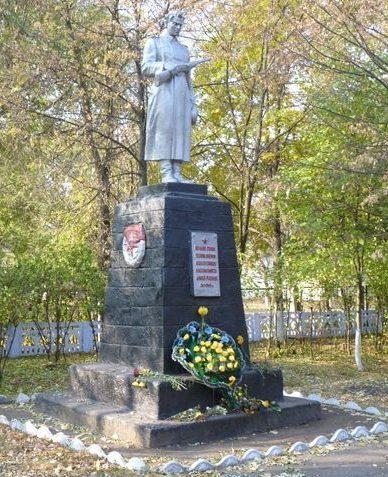 Памятник у братских могил.